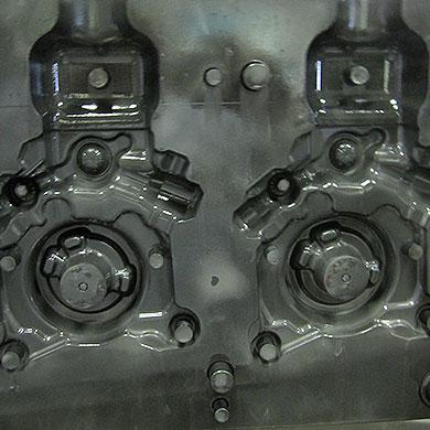 Aluminium-Gießerei: Motorkurbelgehäuse (nach dem Waschen)