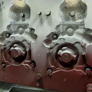 Aluminium-Gießerei: Motorkurbelgehäuse (vor dem Waschen)