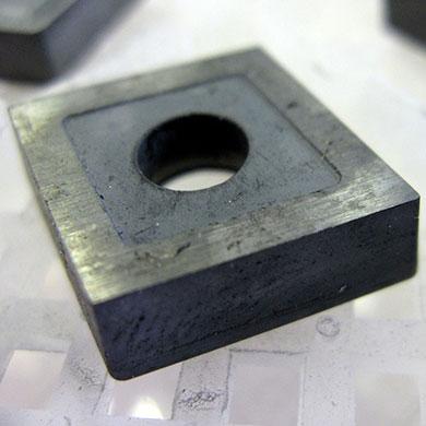 Mechanika - płytka z węglika wolframu (przed czyszczeniem)