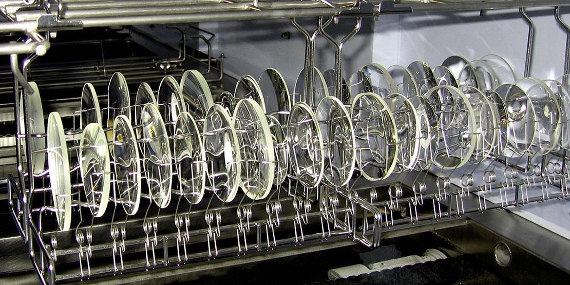 Optik: Gläser mit hohem Index vor dem Waschen und vor der Beschichtung